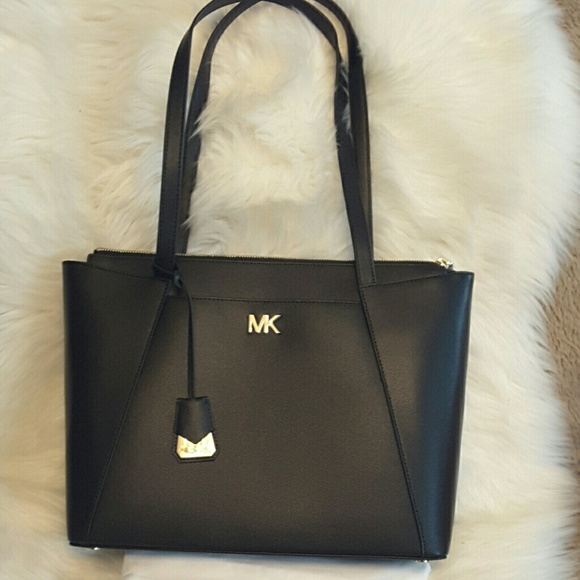 32a77967bde4 Michael kors Maddie leather tote
